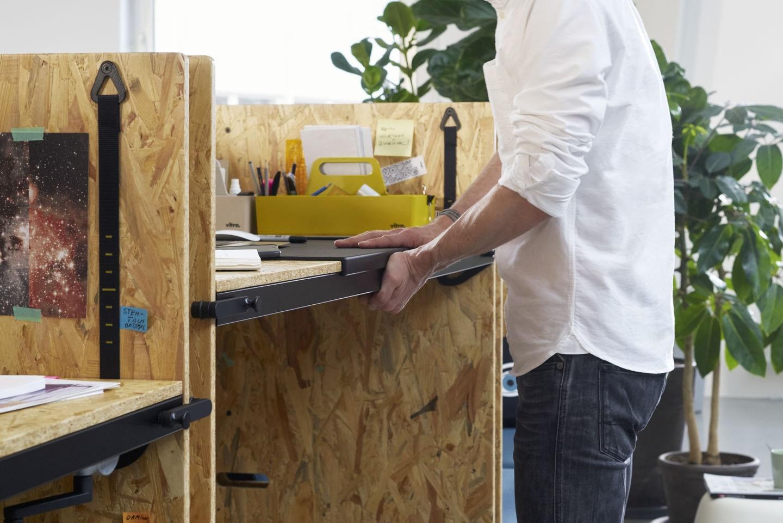 Desks height adjustable