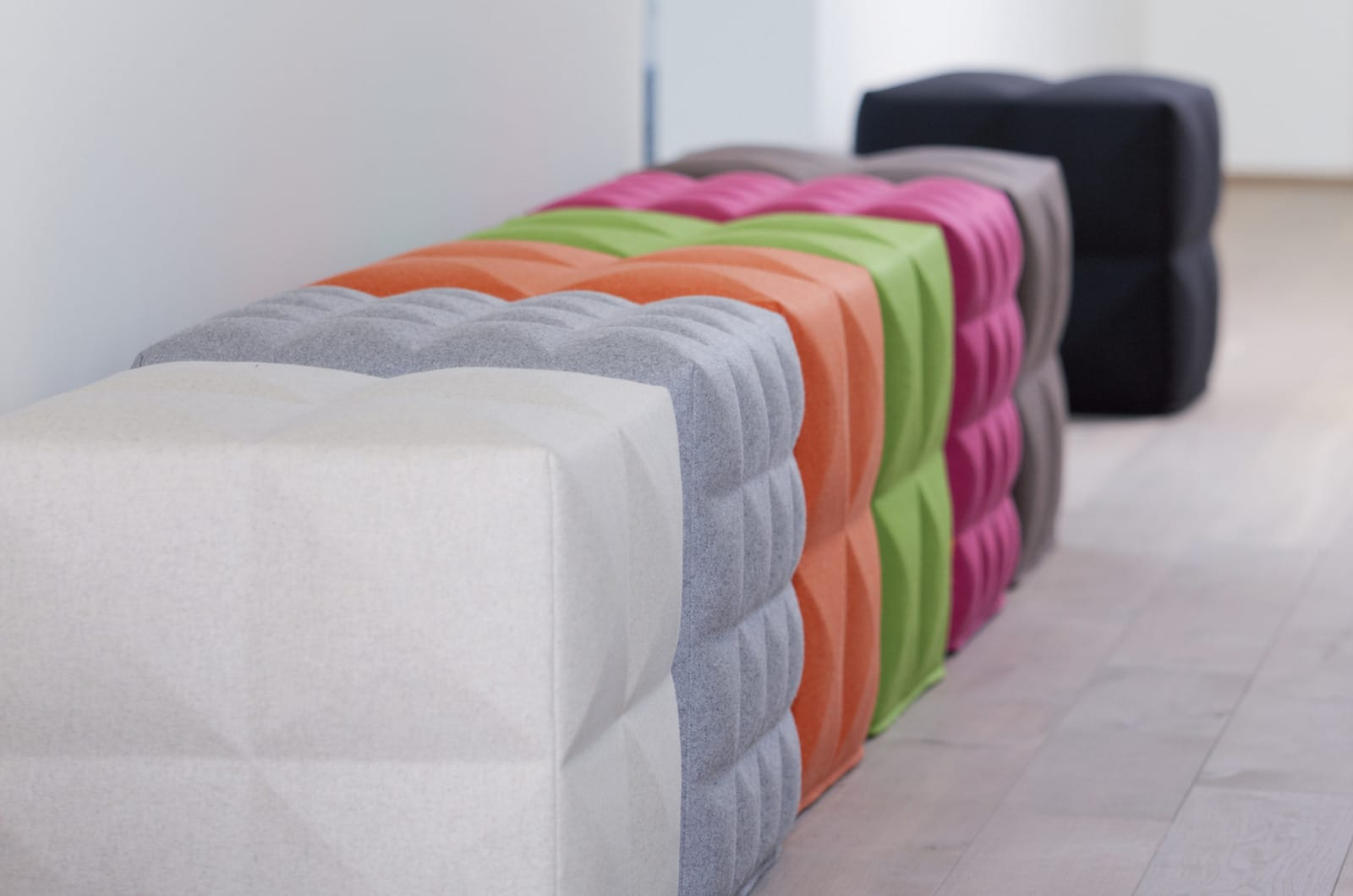 Seating furniture for the acoustic optimisation of rooms